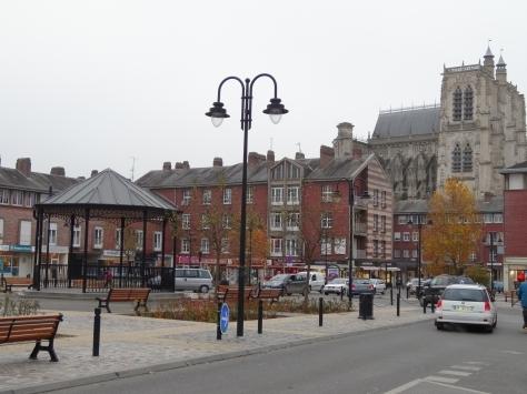 Place Max Lejeune et collégiale Saint Vulfran